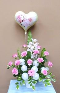 お誕生日のお祝いに花いっぱいのバルーンフラワー