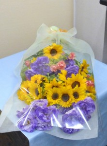 お誕生日【トルコキキョウとヒマワリの花束】