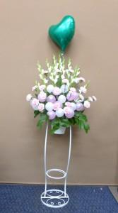 入籍祝いに白とピンクのアレンジメント