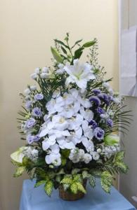 恩師へのお供えに立派な花かご
