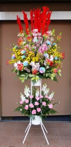 ドラッグストアーのオープンに豪華なスタンド花