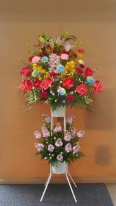 コーラスの発表会に色鮮やかなスタンド花