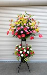 【スタンド花】開園式に大きなスタンド花<グロリオサ・オンシジューム・ピンクユリ・アンスリューム・バラ(ピンク・白)・カーネーション・ソリダスター・クジャクソウ>