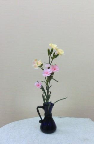 岩田ガラス【34】貴婦人を思わせるブルーの花瓶02