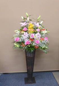 スナックのオープンにピンク系のスタンド花
