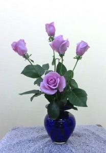 岩田ガラスシリーズ【49】宝石のように煌びやかな青色の花瓶02