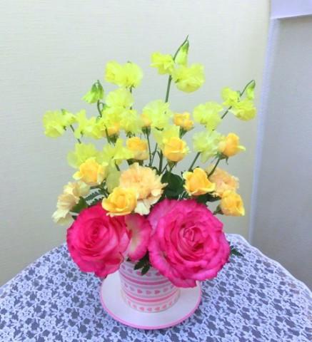 【アレンジメント】バレンタイン♡ハートのコーヒーカップに入ったバラ