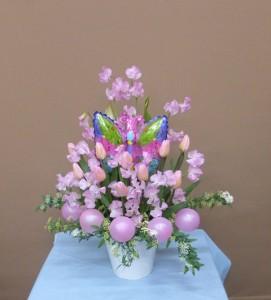 居酒屋のママに可愛いチョウチョと春の花