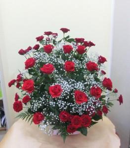 【アレンジメント】歌と共に40年、バラでお祝いを。01