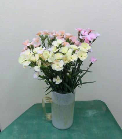岩田ガラス【35】白いジョッキグラス型花瓶02