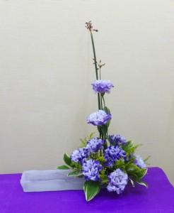 【花とガラス花器】長水盤にトルコキキョウ「コサージュマーブルブルー」02