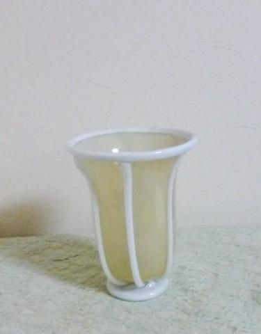 岩田ガラスシリーズ【87】乳白色のラインの入ったゴールドの器とオープンローズ(ホワイト)01