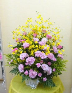 【アレンジメント】お誕生日にピンク系のアレンジメント(バラ・トルコキキョウ・オンシジューム)