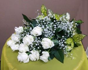 【花束】ホワイトデーのお返しに白いバラ「アイスカップ」